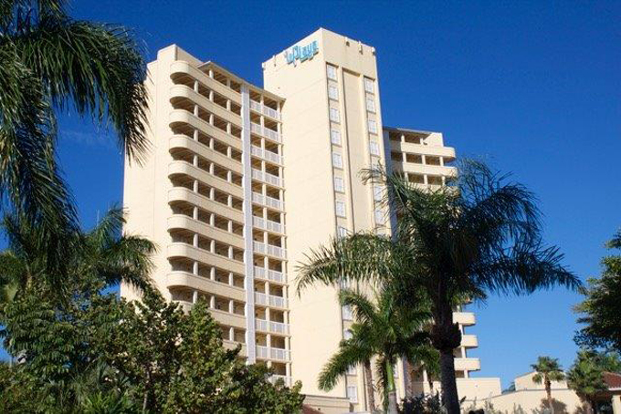 Airport Shuttle to and from Naples La Playa Resort in and near Florida